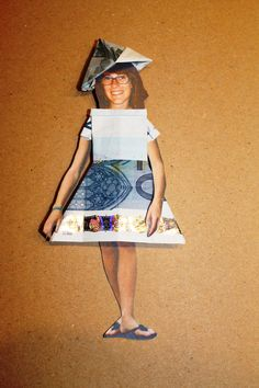 Fold money into dress and attach it to cut-out picture of the one you want to give money to. Homemade Gifts, Diy Gifts, Best Gifts, Grad Gifts, Party Gifts, Folding Money, Gift Bouquet, Diy Presents, Crafty Craft