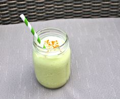 Avocado Banana Smoothie via Zest & Zeal 1 large, just ripened avocado 1 medium frozen banana 2 T raw honey 1 cup unsweetened coconut milk 1 t chia seeds Cinnamon ¾ cup crushed ice, optional Allergy Free Recipes, Primal Recipes, Healthy Eating Recipes, Clean Recipes, Raw Food Recipes, Drink Recipes, Avocado Smoothie, Smoothie Drinks, Smoothie Recipes