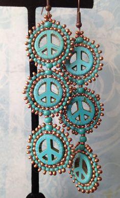 Beadwork Peace Sign Disc Earrings - Long Turquoise Multicolored Dangle Earrings - 35 EUR - loja WorkOfHeart - ETSY