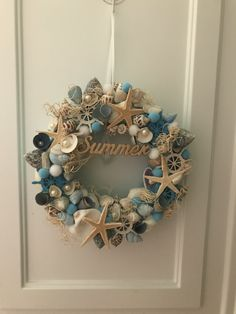 Shell Decorations, Christmas Decorations, Cardboard Crafts, Paper Crafts, Diy And Crafts, Arts And Crafts, Shell Wreath, Summer Deco, Seashell Crafts