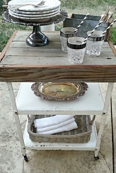 Industrial Metal Rolling Cart with Castors / Naturally Distressed White Paint / Cottage Chic Decor Metal Bar Cart, Vintage Bar Carts, Painted Cottage, Industrial Metal, Shabby Chic Homes, Upcycled Furniture, Simple House, Furniture Makeover, Vintage Kitchen