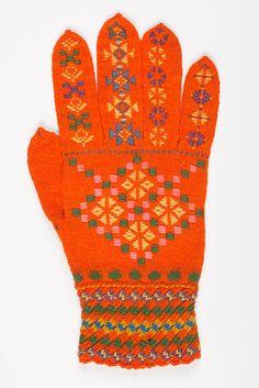 muis.ee - roositud kinnas; Estonian traditional knitted glove/Helme,1800-1911 Knit Mittens, Mitten Gloves, Knitting Needles, Handicraft, Socks, Crochet, Hats, Pattern, Inspiration