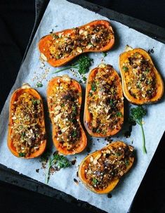 Délicieuses Butternuts rôties, garnies quinoa, amandes et parmesan Pumpkin Recipes, Veggie Recipes, Vegetarian Recipes, Healthy Recipes, Quinoa, Healthy Cooking, Cooking Recipes, Food Porn, Good Food