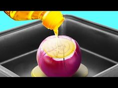 Here is a video you will love to see to find the best selection of kitchen hacks which will really ease all the stress you go through and also may make you become a real chef! Watch video below: Cooking For A Group, New Cooking, Cooking Oil, Cooking Hacks, Grandma Cooking, Cooking Steak, Cooking Videos, Healthy Cooking, Cooking Recipes