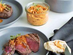 Tomaten-Parmesanbutter mit Rinderfilet und Grillbrot #sogehtsommer   Food-Blog Schweiz   foodwerk.ch Parmesan, Dips, Steak, Baking, Dinner, Foodblogger, Bbq, Summer, Grilled Beef Tenderloin