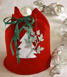 Aprenda a fazer um porta panetone de feltro para presentear no Natal