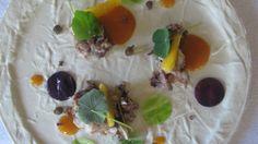 Musetto di maialino con acciughe, capperi e salsa di cachi: Aurora Mazzucchelli http://winedharma.com/it/dharmag/dicembre-2013/le-ricette-dei-grandi-chef-musetto-di-maialino-con-acciughe-capperi-e-salsa-di