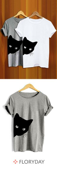 Round neck t-shirts with a round neck in Rundhals-T-Shirts mit Rundhalsausschnitt in Farbe More fun with comfortable outfits. Shirt Print Design, Shirt Designs, Diy Fashion, Fashion Outfits, Womens Fashion, Creation Couture, Diy Shirt, Comfortable Outfits, Refashion