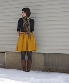Mustard skirt an Navy tights Yellow Skirt Outfits, Winter Skirt Outfit, Fall Winter Outfits, Winter Style, Mustard Yellow Skirts, Mustard Skirt, Navy Tights, Navy Boots, Mode Chic