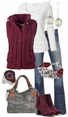 Colete Marsala / vinho de tricot Camiseta branca Calça jeans Bota marsala / vinho Look inverno