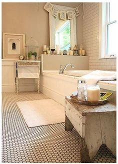Kylpyhuoneen lattia