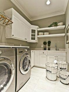 Waschküche Einrichten Wäsche In Körben Sortieren