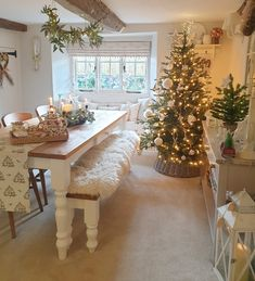 English Cottage Kitchens, English Country Cottages, Cottage Living Rooms, Cottage Interiors, Christmas Room, Christmas Candle, Christmas Ideas, Christmas Decorations, Love Your Home