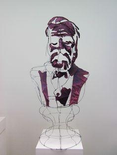 Portrait de Victor Hugo par le designer plasticien Clément Calaciura Sculpture en buste constituée d'une structure d'acier et de toile.