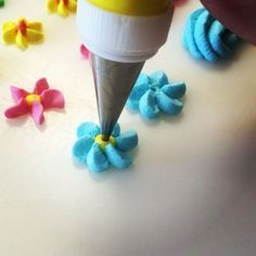 Royal Icing Decoration #royalicing #royalicingcookies #royalicingart #royalicingflowers #cakedecorating #cakedecorations #cakestagram #ghiacciareale #pictures #instamood #instamood #instafoodie #instafood