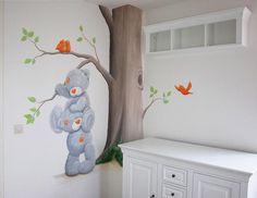 Bekijk de foto van BIMschilderijen met als titel Me to You babykamer met vogels in neutrale kleuren oranje en groen, kan zowel voor jongen als meisje of voor een tweeling. Muurschildering gemaakt door BIM Muurschildering en andere inspirerende plaatjes op Welke.nl.