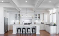 25 Handsome Hamptons Kitchen Interior Design For Stylish Kitchen Ideas - Page 21 of 33 Country Kitchen, New Kitchen, Kitchen Ideas, French Provincial Kitchen, Les Hamptons, Kitchen Island Bench, Stylish Kitchen, Cuisines Design, Küchen Design