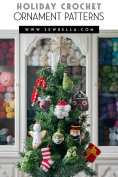 2017 Christmas Ornament Crochet-a-Long - Sewrella Crochet Christmas Ornaments, Christmas Crochet Patterns, Holiday Crochet, Crochet Ideas, Crochet Tutorials, Crochet Projects, Free Crochet, Christmas In Paris, Christmas Wreaths