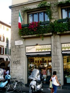 Great Gelato place in Florence, La Carraia. Apparently one scoop for one euro! All About Italy, Places In Italy, Prime Time, Firenze, Gelato, The Locals, Bella, Wander, Euro