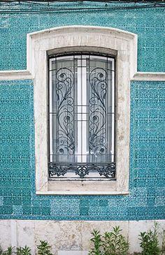 Die kleinen Steine von Lissabon - News & Stories bei STYLEPARK