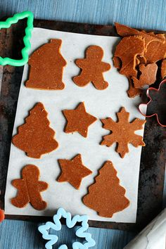 Perfect Vegan Gingerbread Cookies - These really are perfect, like soft, chewy molasses deliciousness. Vegan Sweets, Vegan Desserts, Vegan Recipes, Vegan Meals, Sweet Recipes, Vegan Gingerbread Cookies, Gingerbread Recipes, Cookies Vegan, Almond Cookies