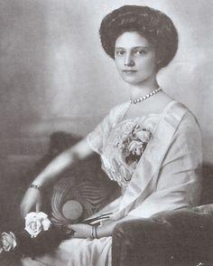 Empress Zita of Austria-Hungary, nee Princess Zita of Bourbon-Parma May March wife of Karl, last emperor of Austria-Hungary and, thus, the last empress in Europe. Parma, Lorraine, Austria, Last Emperor, Empire, English Royalty, Herzog, Black And White Portraits, European History