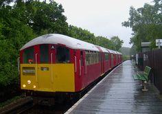 Class 483 Isle of Wight train, ex London Underground 1938 tube stock. London Underground Train, Heritage Railway, Steam Railway, Southern Railways, Electric Train, Old Trains, Isle Of Wight, Locomotive, Great Britain