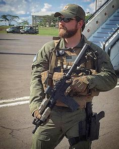 Army Combat Uniform, Men In Uniform, Ghost Recon 2, Tactical Beard, Marine Special Forces, Chris Kyle, Military Man, Us Navy Seals, Private Security