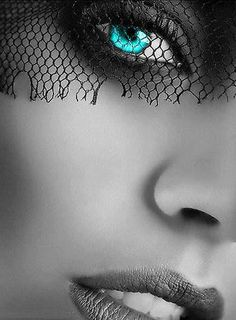 Beautiful colorful pictures and Gifs: Beautiful Eyes-Ojos Bellos Splash Photography, Color Photography, Black And White Photography, Color Splash, Color Pop, Color Menta, Foto Fashion, Look Into My Eyes, Foto Art
