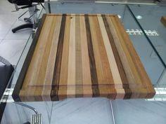 Tábua para churrasco feita com filetes de madeira