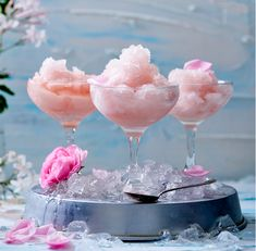 Cool and refreshing pink rose shaved ice – perfect for dinner celebrations! Rosa Rose, Frozen, Pink Drinks, Ice Cream Recipes, Food Lists, Elle Decor, Sorbet, Shaving, Alcoholic Drinks