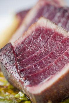 Detalle del punto de cocción del atún