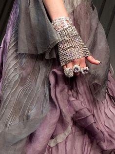 shades of purple and silver Fashion Moda, Fashion Week, High Fashion, Womens Fashion, Fashion 2018, Mauve, Design Textile, Fashion Details, Fashion Design