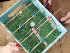 Zelf speelgoed maken   Ideeën waarmee je na 't knutselen óók kunt spelen Lady, Creative, Classroom, Child, School, Kunst, Class Room, Boys, Kid