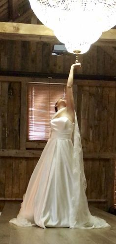 Enkel kjole i sateng .Gratis Booking på www.snefridshus.no