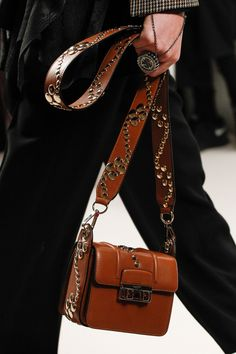 Lanvin Fall 2016 Ready-to-Wear Fashion Show Details
