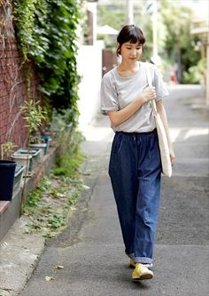 YUKA     Sales Staff     @Omotesando      Tops : Muji     Bottoms : used     Shoes : adidas