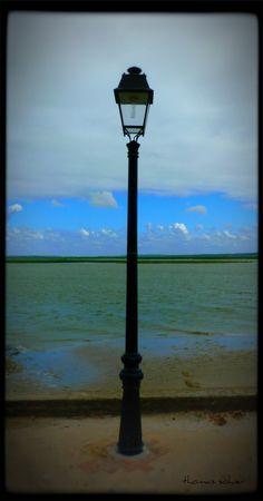 Lampadaire sur bord de la Baie de Somme. Crotoy.