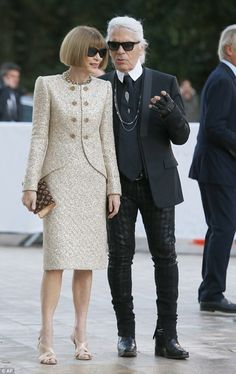Vogue Editor-in-chief Anna Wintour and fashion designer Karl Largerfeld - At the inauguration of the Louis Vuitton Foundation art museum and cultural centre in Paris. (October 2014)