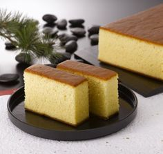 This Portuguese sponge cake is a simple cake, yet refined technique produces the most amazing texture that the Japanese have perfected. Köstliche Desserts, Delicious Desserts, Dessert Recipes, Yummy Food, Portuguese Desserts, Portuguese Recipes, Portuguese Food, Cupcakes, Cupcake Cakes