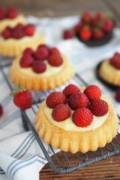 Erdbeer-Torteletts mit Vanillepudding