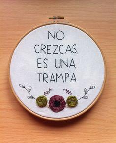 Hand Embroidery hoop art  no crezcas es una by Gluckhandmade