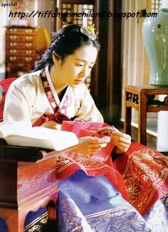 Makes me want to go get a hanbok myself. Korean Hanbok, Korean Dress, Korean Traditional, Traditional Dresses, Korean Actresses, Korean Actors, Blue And White Jeans, Princess Hours, Yoon Eun Hye