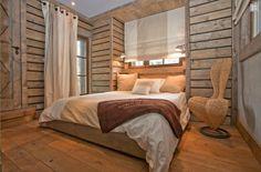 chambre à coucher condensée dans petit espace en bois