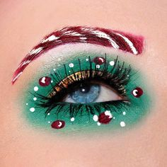 20 Christmas makeup looks inspired by the peppermint candy cane. Beautiful candy cane eyeliner, eye makeup and Christmas makeup looks to get you in the spirit. Makeup Eye Looks, Eye Makeup Art, Crazy Makeup, Pretty Makeup, Eye Art, Eyeshadow Makeup, Nyx Eyeliner, Beauty Makeup, Christmas Makeup Look