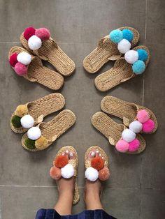 Pom Pom Slippers, Pom Pom Sandals, Greek Sandals, Beach Sandals, Summer Sandals, Pom Pom Crafts, Wedding Welcome Bags, Crochet Shoes, Crochet Patterns For Beginners