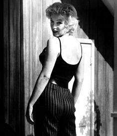 "This is Marilyn Monroe. ""This is Marilyn"" Marilyn Monroe Memorabilia Marilyn Monroe Photos, Marylin Monroe, Marlene Dietrich, Brigitte Bardot, Cinema Tv, Gordon Parks, Greta, Norma Jeane, Classy Chic"