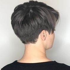 60 Classy Short Haircuts and Hairstyles for Thick Hair Androgynous Taper Cut for Thick Hair Blonde Pixie Cuts, Short Hair Cuts, Undercut Hairstyles, Cool Hairstyles, Corte Pixie, Haircut For Older Women, Haircuts With Bangs, Trending Hairstyles, Super Hair