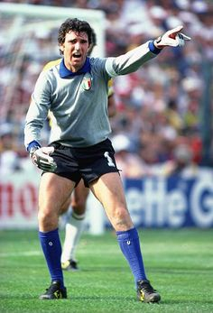 World Cup Italy v Brazil, Dino Zoff shouts out his instructions. Get premium, high resolution news photos at Getty Images Best Football Players, World Football, Sport Football, Soccer Players, Football Shirts, 1982 World Cup, Fifa World Cup, Premier League, World Cup Shirts