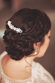 Beautiful wedding hair! Love the accessory, too. Possibly my favorite updo that I've seen so far...